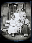 women only group portrait France 1923
