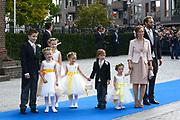Bruiloft van Viktória Cservenyák met prins Jaime de Bourbon de Parme in de Onze Lieve Vrouwe ten Hemelopnemingkerk, Apeldoorn.<br /> <br /> Wedding of Viktoria Cservenyák with Prince Jaime de Bourbon Parme in Our Lady at Ascension Church, Apeldoorn.<br /> <br /> Op de foto / On the photo: <br /> <br /> <br /> <br />  Bruids Kinderen zijn Zaria, Paola, Julia, Saartje Abbink en Foppe Dolmans en Niklas Eltingh en Prinses Margarita de Bourbon de Parme en Tjalling ten Cate<br /> <br /> Brides Children are Zaria, Paola, Julia, Saartje Abink and Foppe Dolmans and Niklas Eltingh and Princess Margarita de Bourbon de Parme and Tjalling ten Cate