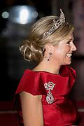 Galadiner voor het Corps Diplomatique in het Koninklijk Paleis in Amsterdam // Gala dinner for the Corps Diplomatique at the Royal Palace in Amsterdam<br /> <br /> Op de foto:  Koningin Maxima / Queen Maxima