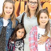 NLD/Amsterdam/20170617 - Première Verschrikkelijke Ikke 3, Elle van Rijn en kinderen David, Feline, Helena en Katelijne(