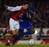 Fotball<br /> Carling Cup Fourth Round<br /> 09.11.2004<br /> Foto: SBI/Digitalsport<br /> NORWAY ONLY<br /> <br /> Arsenal v Everton<br /> <br /> Arsenal's Robin van Persie and Everton's Joseph Yobo
