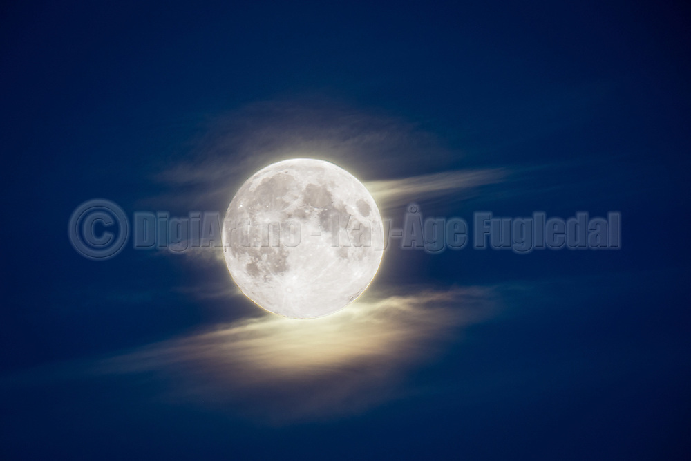 Full moon, two exposures | Fullmåne, to eksponeringer.