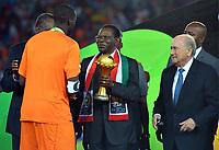 Fotball<br /> Afrika Cup / Afrikamesterskapet<br /> 08.02.2015<br /> Ghana v Elfenbenskysten<br /> Finale<br /> Foto: Panoramic/Digitalsport<br /> NORWAY ONLY<br /> <br /> Yaya Gnegneri Toure (CIV) - Teodoro Obiang Nguema Mbasogo - President Guinee Equatoriale - Joseph Sepp Blatter President de la FIFA <br /> <br /> Ghana vs Ivory Coast - Final - CAF 2015