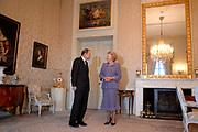Hare Majesteit de Koningin Beatrix heeft op donderdag 23 november 2006 de heer Javier Solana, Secretaris-Generaal van de Raad van de Europese Unie op audiëntie in Paleis Huis ten Bosch. <br /> <br /> De heer Solana is in Nederland om de Carnegie-Wateler Vredesprijs in het Vredespaleis in ontvangst te nemen. Deze tweejaarlijkse prijs wordt door de Carnegie-Stichting uitgereikt aan een persoon of instelling die zich op een opvallende wijze heeft ingezet voor de internationale vrede. <br /> <br /> Her Majesty the queen had Mr Javier Solana, Secretary-General of the Council of the European Union on audience in her palace in the hague on Thursday 23 November 2006 . Mr Solana is in the Netherlands for the Carnegie-Wateler peaceprice. This two-yearly price is distributed by the carnegie foundation to a person or institution which has used themselves in a striking manner for international peace.