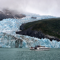 """Still cruising on the biggest lake in Argentina """"Lago Argentino"""", surrounding by amazing glaciers and ... an overcrowded boat ..."""