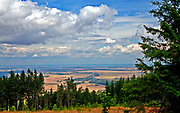 Widok ze szczytu Biskupiej Kopy – góry o wysokości 890 m n.p.m. w paśmie Gór Opawskich  w Sudetach Wschodnich, leżący na granicy Polski i Czech.