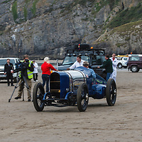 Sunbeam Blue Bird (1925), Land Rover Defender (1984-1985) at Pendine Sands, 21 July 2015, for the commemoration of the 90th anniversary of Sir Malcolm Campbells new world landspeed record where he achieved 150miles/hr in his 350hp Sunbeam Blue Bird