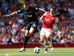 01.05.2011, Emirates Stadium, London, ENG, PL, Arsenal vs Manchester United, im Bild Arsenal's Jack Wilshere and Michael Carrick of Manchester United.Barclays Premier League.Arsenal v Manchester United.at Emirates Stadium, London on 01/05/2011, EXPA Pictures © 2011, PhotoCredit: EXPA/ IPS/ Kieran Galvin *** ATTENTION *** UK AND FRANCE OUT!