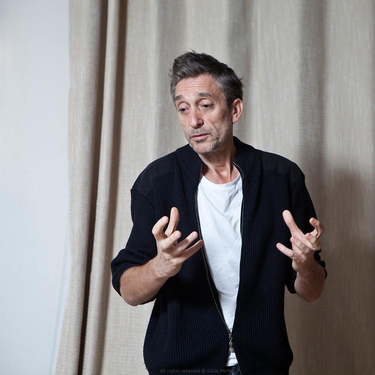 Joël Pommerat est un auteur et metteur en scène français qui se définit comme un « écrivain de spectacle »