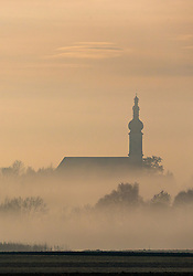 THEMENBILD - die Kirche St. Johann Baptist in Aufkirchen mit Landschaft im Nebel gehüllt, aufgenommen am 23. November 2016, Oberding in Bayern, Germany // The church of St. John Baptist in Aufkirchen with landscape wrapped in the fog, Oberding, Bayern, Germany on 2016/11/23. EXPA Pictures © 2016, PhotoCredit: EXPA/ JFK