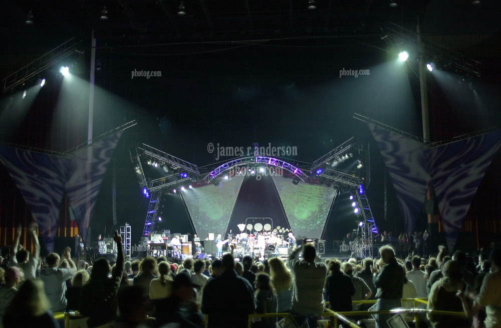 Light and Set Design Image of The Dead in concert at the Hartford Meadows 21 June 2003