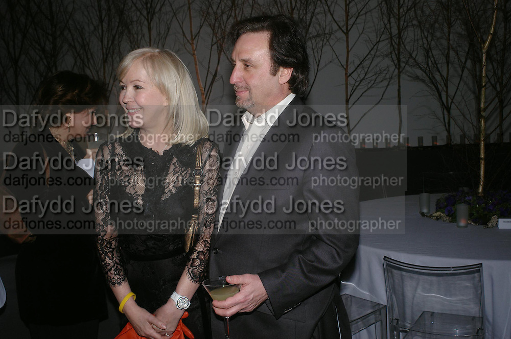 Ron Silver and Sally Greener. Almeida 25th Anniversay Gala. Gagosian Gallery, Brittania St. Kings Cross. London. 27 January 2005. ONE TIME USE ONLY - DO NOT ARCHIVE  © Copyright Photograph by Dafydd Jones 66 Stockwell Park Rd. London SW9 0DA Tel 020 7733 0108 www.dafjones.com