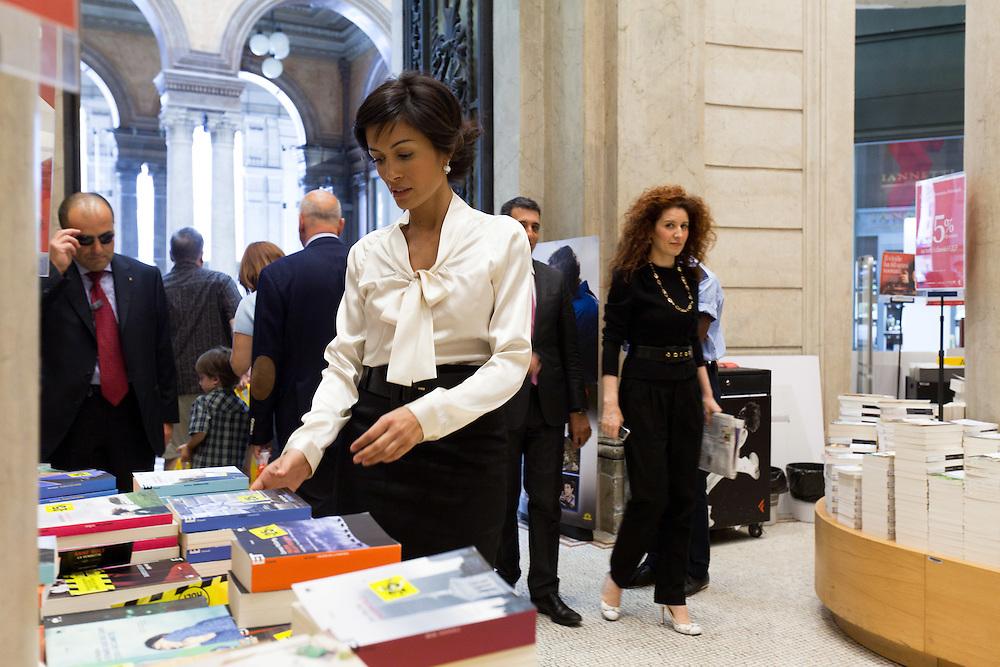 25 JUN 2010 - Roma - Mara Carfagna, Ministro per le Pari Opportunità, alla libreria Feltrinelli nella Galleria Alberto Sordi - Rome (Italy) - Mara Carfagna, italian Minister for Equal Opportunities