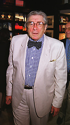 SIR ROBIN DAY at a party in London on 1st July 1999.MUB 28