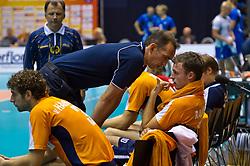 12-09-2010 VOLLEYBAL: EK KWALIFICATIE NEDERLAND - ESTLAND: ROTTERDAM<br /> Teleurstelling bij coach Peter Blange (M), Yannick van Harskamp (L) en Jeroen Rauwerdink na het verliezen van de tweede set<br /> ©2010-WWW.FOTOHOOGENDOORN.NL / Peter Schalk