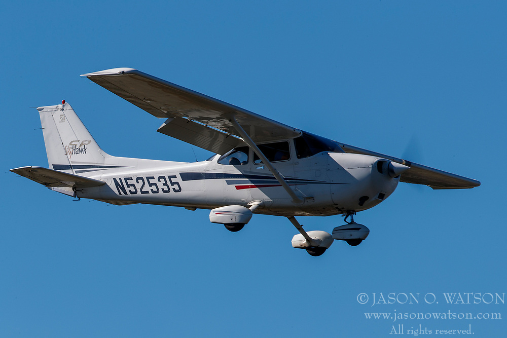 Cessna 172S (N52535) on approach to Palo Alto Airport (KPAO), Palo Alto, California, United States of America