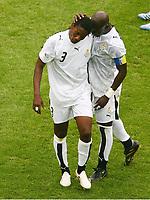 Abgang Asamoah Gyan nach der roten Karte, Stephen Appiah<br /> Fussball WM 2006 Achtelfinale Brasilien - Ghana<br /> Brasil - Ghana<br /> Norway only
