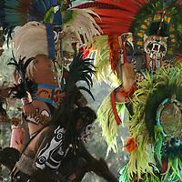 Toluca, México.- Danzantes de Toluca realizaron la Danza del Fuego  como una forma de concientizar a la gente para no continuar contaminando, esto durante la presentación del Programa para Mejorar la Calidad del Aire en el Valle de Toluca 2012-2017.  Agencia MVT / José Hernández