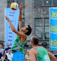06-06-2010 VOLLEYBAL: JIBA GRAND SLAM BEACHVOLLEYBAL: AMSTERDAM<br /> In een koninklijke ambiance streden de nationale top, zowel de dames als de heren, om de eerste Grand Slam titel van het seizoen bij de Jiba Eredivisie Beach Volleyball - Reinder Nummerdor <br /> ©2010-WWW.FOTOHOOGENDOORN.NL
