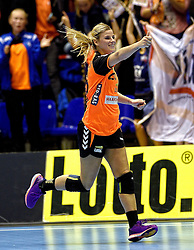 07-10-2015 NED: Kwalificatie EK 2016 Nederland - Bulgarije, Rotterdam<br /> De Nederlandse handbalsters zijn de kwalificatiereeks voor het EK in 2016 begonnen met een monsterzege op Bulgarije. In een volgepakt Topsportcentrum van Rotterdam won Nederland met 45-24 / Antje Angela Malestein