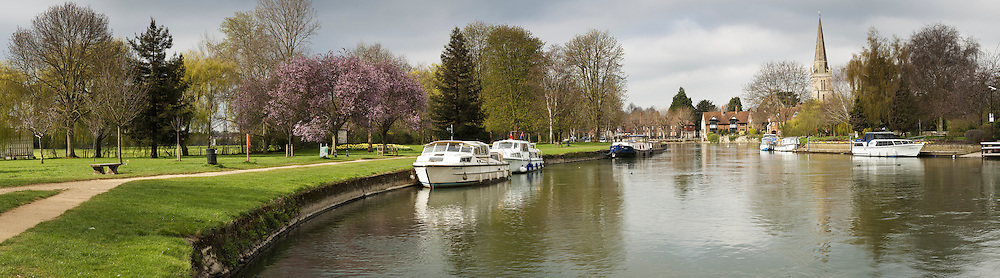 Spring on the River Thames in Abingdon town centre, Oxfordshire, Uk
