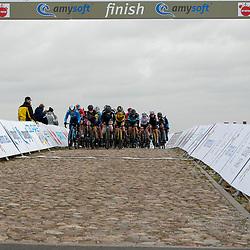 12-03-2021: Wielrennen: Healthy Ageing Tour: Wijster. <br />Peloton in actie slotetappe op de VAMberg