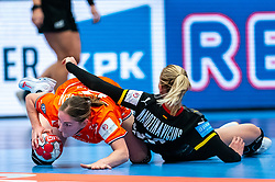 Laura van der Heijden of Netherlands, Kim Naidzinavicius of Germany during the Women's EHF Euro 2020 match between Netherlands and Germany at Sydbank Arena on december 14, 2020 in Kolding, Denmark (Photo by RHF Agency/Ronald Hoogendoorn)