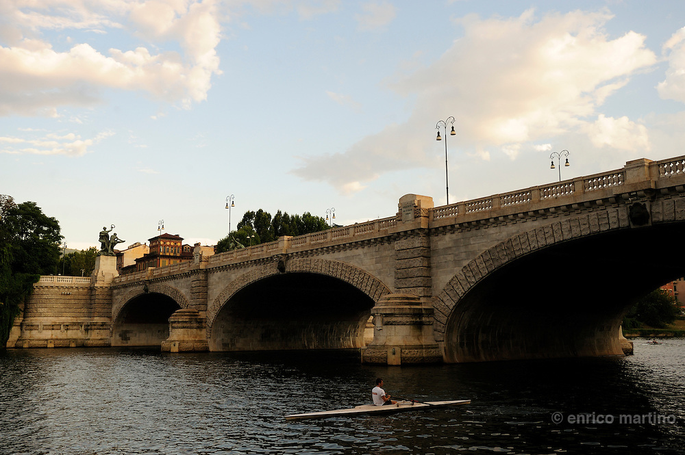 There are at least six rowing clubs on the Po in Turin