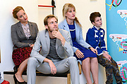 Perspresentatie  Kinderen voor Kinderen familiemusical 'Waanzinnig Gedroomd' op de Nicolaas Maesschool in Amsterdam.<br /> <br /> Op de foto: De cast met  Niels Gooijer ,  Lotte Noordanus en Steyn de Leeuwe