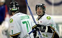 Ishockey<br /> GET Ligaen Eliteserien<br /> Jordal Amfi 04.12.06<br /> Foto: Kasper Wikestad<br /> <br /> Vålerenga VIF - Comet Halden<br /> Daniel Olsson feirer Peter Lorentzen s (til venstre) 4-4 mål