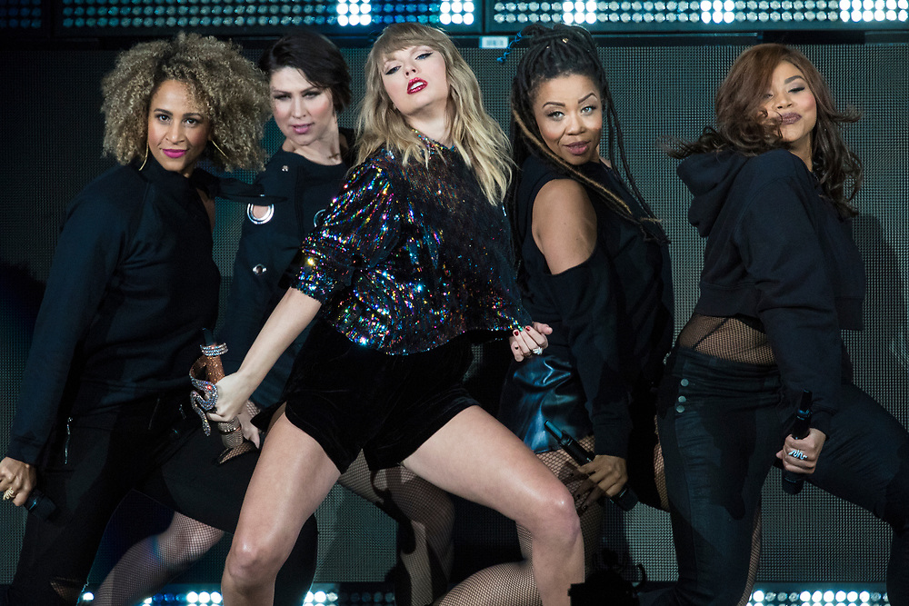 Taylor Swift performs at the B96 Pepsi Jingle Bash 2017 at Chicago's Allstate Arena on December 7, 2017.