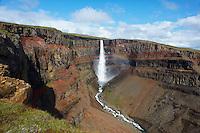 Islande, cascade de Hengifoss // Iceland, Hengifoss waterfall