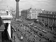 17/03/1955<br /> 03/17/1955<br /> 17 March 1955<br /> St. Patrick's Day Industrial parade in Dublin, run by the N.A.I.D.A.. A view if the parade on O'Connell Street.