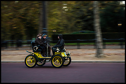 November 6, 2016 - London, London, United Kingdom - Image ©Licensed to i-Images Picture Agency. 06/11/2016. London, United Kingdom. ..The London to Brighton Veteran Car Run 2016...A yellow 1900 De Dion Bouton drives along The Mall in Central London, UK, on the first leg of the journey from London to Brighton...Picture by Ben Stevens / i-Images (Credit Image: © Ben Stevens/i-Images via ZUMA Wire)