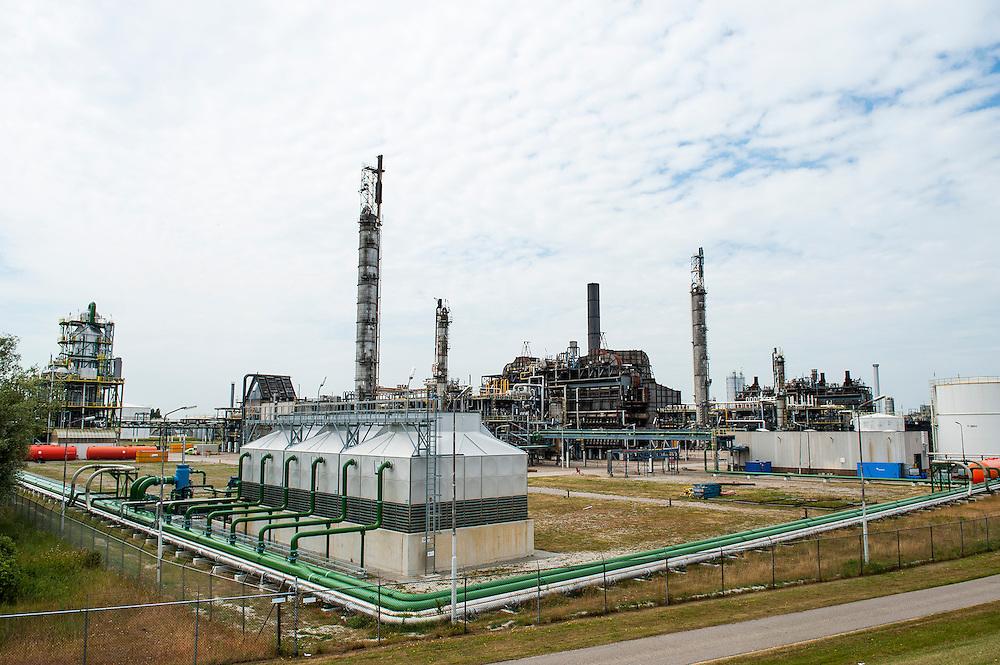 Nederland, Delfzijl, 30 juni 2010.Fabriekscomplex van BioMCN, een duurzame producent van groene methanol. Op basis van innovatieve processen verwerkt de onderneming natuurlijke, duurzame grond- en hulpstoffen tot bio-methanol..Foto (c)  Michiel Wijnbergh