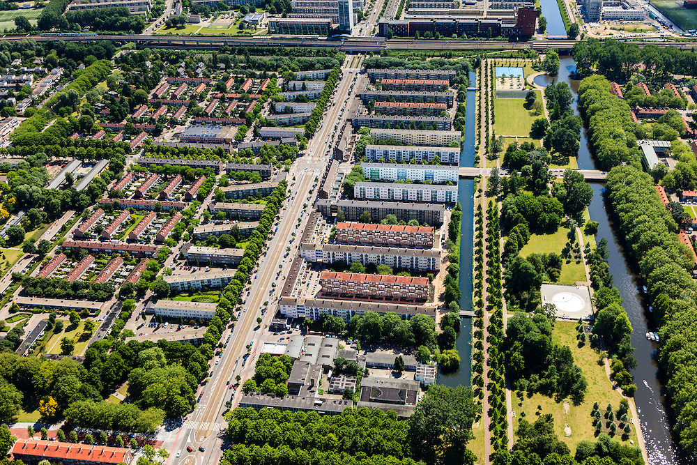 Nederland, Noord-Holland, Amsterdam, 14-06-2012; Slotervaart met in het midden de Burgemeester De Vlugtlaan. Rechts het Gerbrandypark en de Burgemeester Van Tienhovengracht. Schotelcity.Boven in beeld de ringspoorbaan.   ..De wijk is onderdeel van de Westelijke Tuinsteden, gerealiseerd op basis van het Algemeen Uitbreidingsplan voor Amsterdam (AUP, 1935). Voorbeeld van het Nieuwe Bouwen, open bebouwing in stroken, langwerpige bouwblokken afgewisseld met groenstroken. ..Residential district Slotervaart, one of the western garden cities of Amsterdam-west..  Constructed on the basis of the General Extension Plan for Amsterdam (AUP, 1935). Example of the New Building (het Nieuwe Bouwen), detached in strips, oblong housing blocks alternated with green areas, built in fifties and sixties of the 20th century.    Top picture the ring railway..luchtfoto (toeslag), aerial photo (additional fee required).foto/photo Siebe Swart