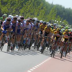 WIELRENNEN, Hoofddorp, Olympias tour. De mannen van Jo Piels in slagvolgorde met leider Berden de Vries
