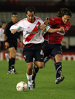 Fotball<br />Argentina<br />08/10/03 - RIVER PLATE (4 ) VS. INDEPENDIENTE (0 ) - SOUTH AMERICAN CUP - Buenos Aires - Argentina.<br />A South American Cup match played between River Plate and Independiente.<br />DARIO HUSAIN (RIVER) and RAFAEL OLARRA (IND)<br />Foto: Digitalsport