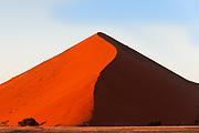 Sand dune, Sossusvlei, Namib Naukluft Park, Namib Desert, Namibia.