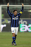Fotball<br /> Italia<br /> Foto: Inside/Digitalsport<br /> NORWAY ONLY<br /> <br /> Javier Zanetti celebrates scoring kissing his jersey<br /> <br /> 27.02.2008<br /> Inter v Roma 1-1