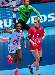 Siraba Dembele Pavlovic of France, Daria Dmitrieva of Russia in action during the Women's EHF Euro 2020 match between France and Russia at Jyske Bank BOXEN on december 11, 2020 in Kolding, Denmark (Photo by RHF Agency/Ronald Hoogendoorn)