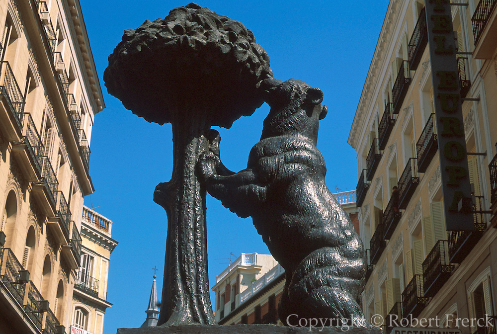 """SPAIN, MADRID """"Bear and Oak Tree"""" sculpture, symbol of Madrid, located in the Puerta del Sol"""