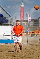 SCHEVENINGEN - Organisator en oud-nternational, FLORIS JAN BOVELANDER. Beachhockey in The Hague Beach Stadion. Foto Koen Suyk