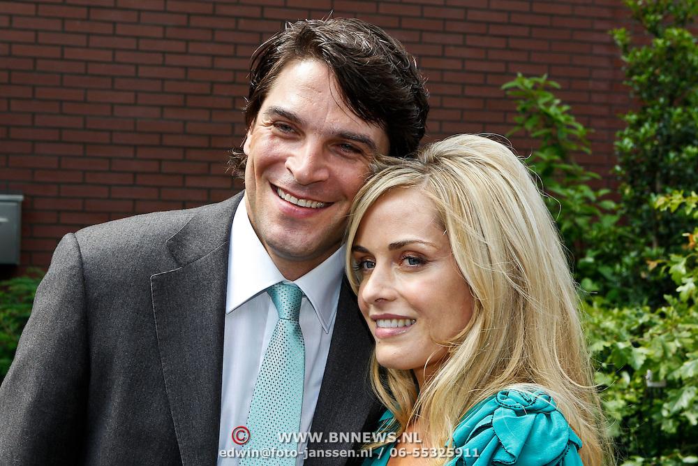 NLD/Amstelveen/20100626 - Xander de Buisonje en partner Sophie Steger trouwen voor de wet in Amstelveen