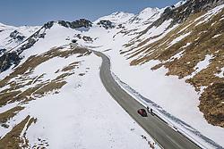 THEMENBILD - Radfahrer und eine Auto bei der Auffahrt . Die Hochalpenstrasse verbindet die beiden Bundeslaender Salzburg und Kaernten und ist als Erlebnisstrasse vorrangig von touristischer Bedeutung, aufgenommen am 27. Mai 2020 in Fusch a.d. Glstr., Österreich // Cyclists and a Car at the ascent. The High Alpine Road connects the two provinces of Salzburg and Carinthia and is as an adventure road priority of tourist interest, Fusch a.d. Glstr., Austria on 2020/05/27. EXPA Pictures © 2020, PhotoCredit: EXPA/ JFK