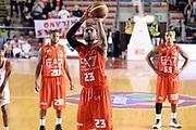 DESCRIZIONE : Roma Campionato Lega A 2013-14 Acea Virtus Roma EA7 Emporio Armani Milano <br /> GIOCATORE : Keith Langford<br /> CATEGORIA : Tiro Libero Composizione<br /> SQUADRA : EA7 Emporio Armani Milano<br /> EVENTO : Campionato Lega A 2013-2014<br /> GARA : Acea Virtus Roma EA7 Emporio Armani Milano <br /> DATA : 02/12/2013<br /> SPORT : Pallacanestro<br /> AUTORE : Agenzia Ciamillo-Castoria/GiulioCiamillo<br /> Galleria : Lega Basket A 2013-2014<br /> Fotonotizia : Roma Campionato Lega A 2013-14 Acea Virtus Roma EA7 Emporio Armani Milano <br /> Predefinita :