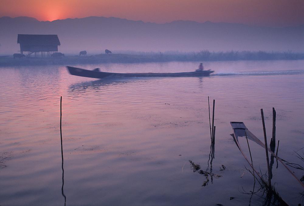 Se Sone Village, Nankang Canal(canal to Inle Lake), sunrise