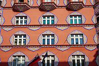 Slovénie, Ljubljana, capitale de la Slovénie, Banque Cooperative rue Miklosiceva // Slovenia, Ljubljana, Robba Fountain and St Nicholas church, Cooperative Bank, Miklosiceva street