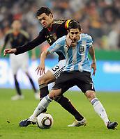 Fotball<br /> Tyskland v Argentina<br /> 03.03.2010<br /> Foto: Witters/Digitalsport<br /> NORWAY ONLY<br /> <br /> v.l. Michael Ballack (Deutschland), Angel Di Maria<br /> Testspiel Deutschland - Argentinien