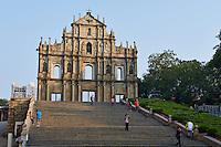 Chine, Macao, centre historique classé Patrimoine Mondial de l'UNESCO, ruine de la cathédrale Saint-Paul du XVIIe siècle construit par les Jésuites, la façade // China, Macau, Ruins of St Pauls Church, Sao Paulo Church